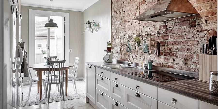 Klinkier na ścianie w kuchni